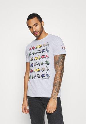 TRAVEL - T-shirt z nadrukiem - ecru marl