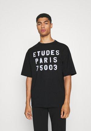 MUSEUM STENCIL UNISEX - Print T-shirt - black