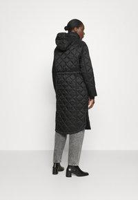 Hunter ORIGINAL - WOMENS REFINED LONG QUILTED COAT - Zimní kabát - black - 3