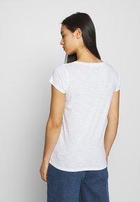 Leon & Harper - TONTON SNAKE - Print T-shirt - white - 2