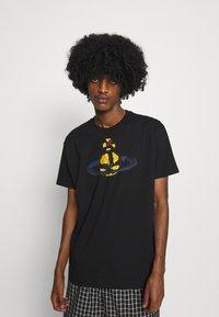 Vivienne Westwood - KID CLASSIC UNISEX - Print T-shirt - black - 0
