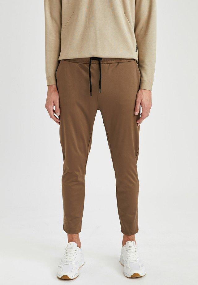 SLIM FIT  - Pantaloni sportivi - khaki