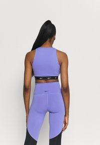 Reebok - BEYOND THE SWEAT CROP - Medium support sports bra - hyper purple - 2