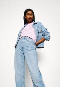 Tommy Jeans - CLASSICS STRIPE TEE - T-shirts print - pink daisy - 3