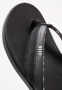 Reef - ORTHO BOUNCE COAST - Sandály s odděleným palcem - black - 2