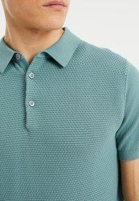 WE Fashion - MET STRUCTUUR - Poloshirt - greyish green - 3