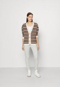 Moss Copenhagen - ALVA V NECK TEE - Basic T-shirt - white - 1