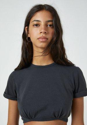 MIT SCHLEIFE AM RÜCKEN - Basic T-shirt - grey