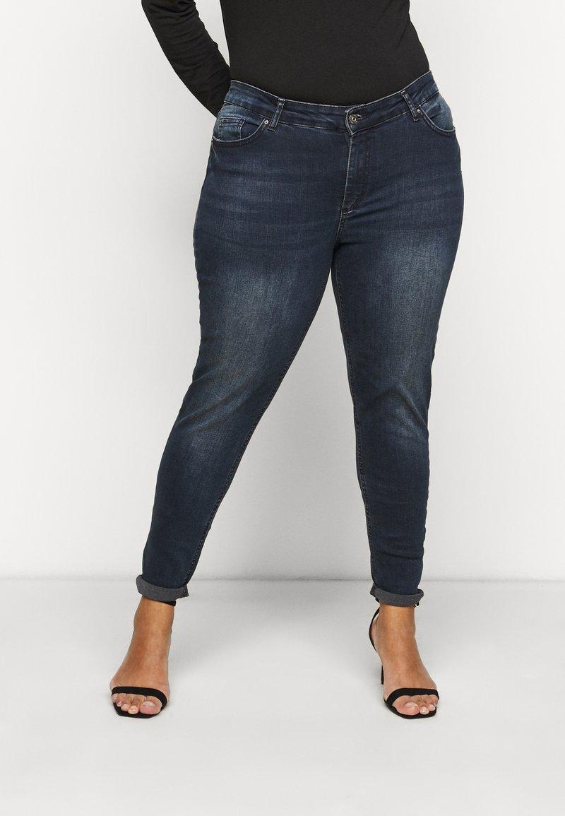 Pieces Curve - PCDELLY  - Jeans Skinny Fit - dark blue denim