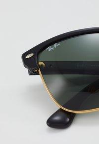 Ray-Ban - CLUBMASTER  - Okulary przeciwsłoneczne - demi shiny black/arista - 4
