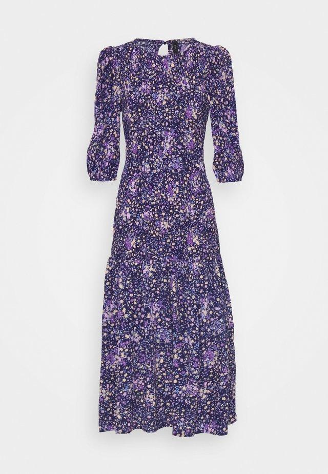 YASLIMANA 2/4 MIDI SMOCK DRESS - Maxi šaty - astral aura/limana