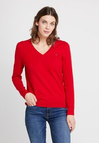 Tommy Hilfiger - HERITAGE V NECK  - Sweter - apple red - 0