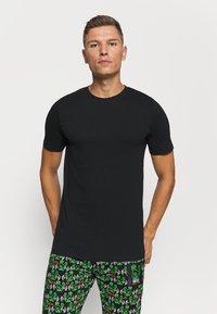 Jack & Jones - JACBASIC TEE CREW NECK 4 PACK - Pyjamashirt - black - 1