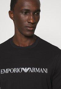 Emporio Armani - T-shirt imprimé - nero - 3