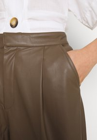 Soaked in Luxury - SLKARLEE - Shorts - chocolate chip - 4
