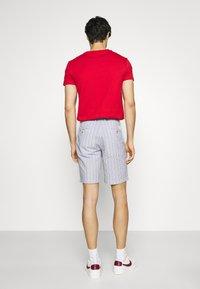 Ben Sherman - SEERSUCKER - Shorts - indigo - 2