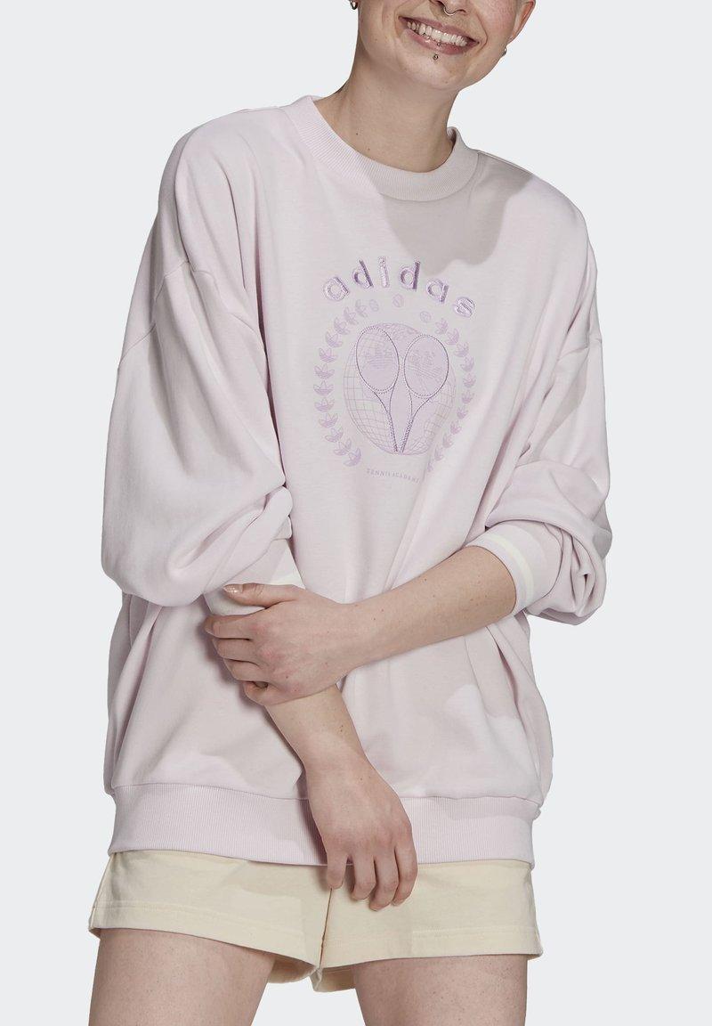 adidas Originals - GRAPHIC SWEATER ORIGINALS PULLOVER - Sweatshirt - pearl amethyst