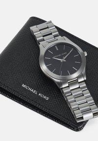 Michael Kors - UNISEX SET - Horloge - gunmetal - 4