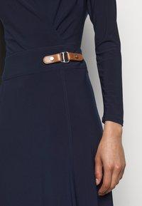 Lauren Ralph Lauren - MID WEIGHT DRESS - Žerzejové šaty - lighthouse navy - 5