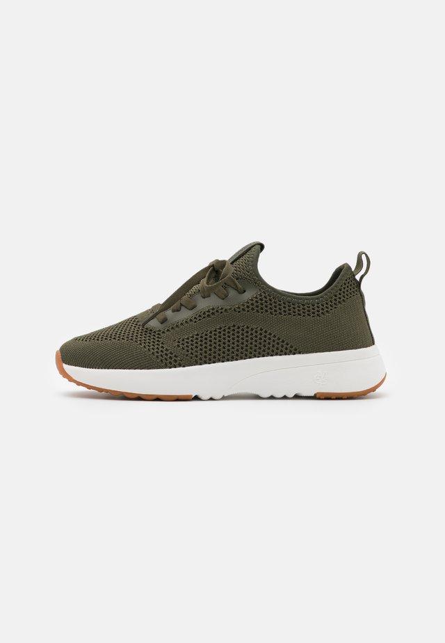 LOLETA  - Sneakersy niskie - khaki
