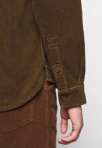 CLOSED - ARMY OVER SHIRT - Chemise - chocolate brown - 8