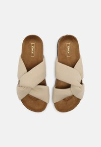 ONLY SHOES - ONLMAXI CROSSOVER - Mules - beige - 5