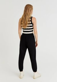 PULL&BEAR - Pantaloni sportivi - black - 2