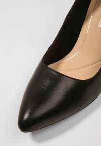 Clarks - LAINA RAE - Klassiske pumps - black - 2