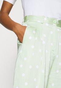 EDITED - LUNA TROUSERS - Pantalon classique - foam green - 4