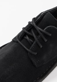 Clarks Originals - DESERT LONDON - Zapatos con cordones - black - 2