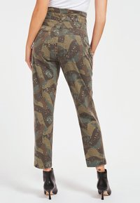 Guess - Cargo trousers - camouflage - 2