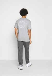 Nike Sportswear - CLUB PANT - Tracksuit bottoms - charcoal heathr/anthracite/white - 2