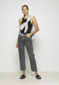 Calvin Klein Jeans - HIGH RISE STRAIGHT ANKLE - Jeans Straight Leg - grey denim - 1