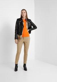 Polo Ralph Lauren - SLIM LEG PANT - Trousers - capetown beige - 1