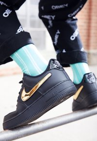 Nike Sportswear - AIR FORCE 1 '07 LV8  - Sneakers laag - black/white - 8