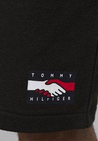 Tommy Hilfiger - ONE PLANET UNISEX - Shorts - black - 5