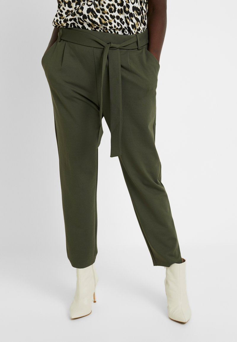 ONLY Carmakoma - CARGOLDTRASH - Trousers - forest night