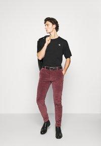 Calvin Klein Jeans - PUFF PRINT BACK LOGO - T-shirt imprimé - black - 1