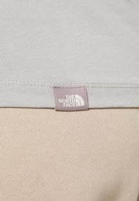 The North Face - EASY TEE - Print T-shirt - wrought iron - 3