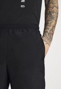 Nike Performance - CHALLENGER SHORT  - Sports shorts - black/reflective silver - 3
