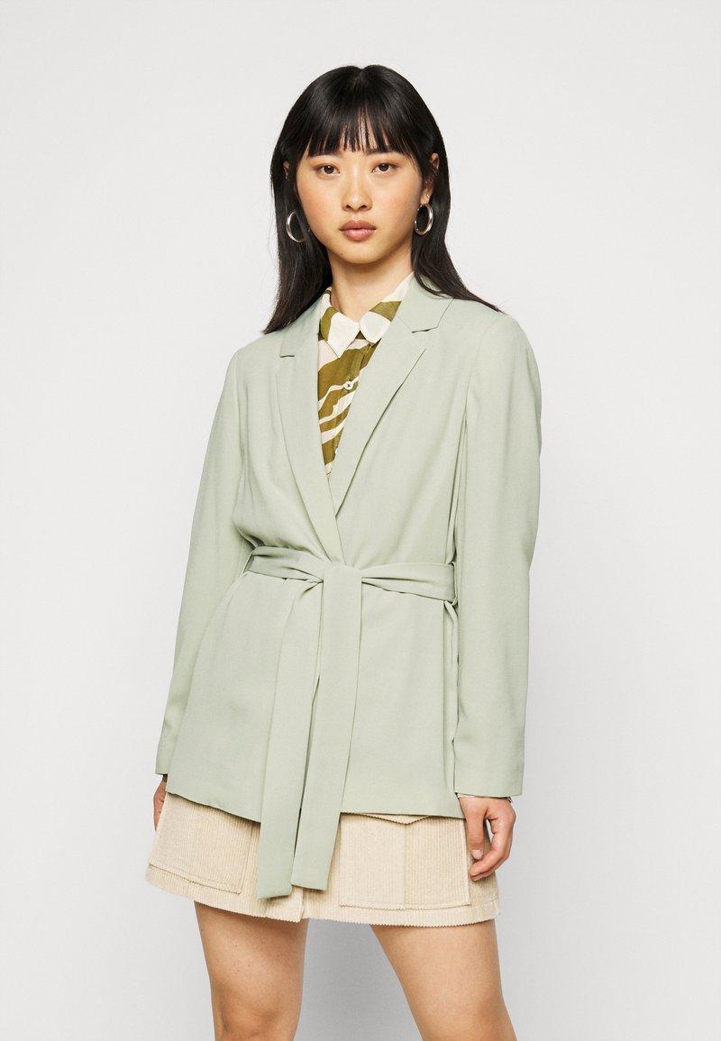 Dorothy Perkins Petite - WASHED WRAP JACKET - Summer jacket - green