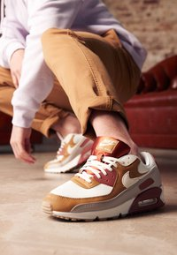 Nike Sportswear - AIR MAX 90 - Sneakers laag - rugged orange/sail/wheat/light brown - 4