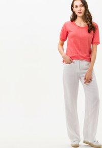 BRAX - STYLE CATHY - Basic T-shirt - light red - 1