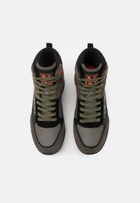Napapijri - Sneakersy wysokie - green/black - 3