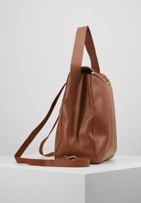 KIOMI - LEATHER - Batoh - cognac - 3