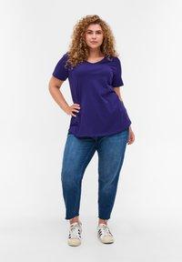 Zizzi - Basic T-shirt - purple - 1