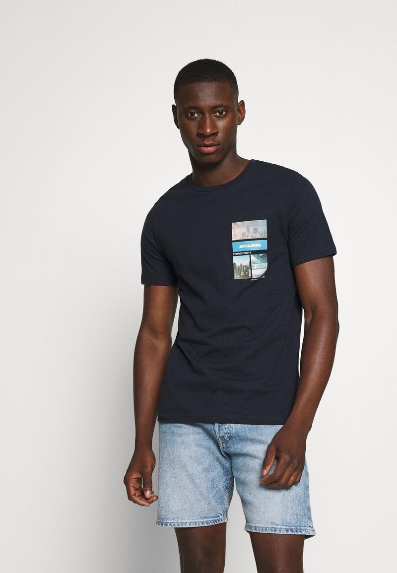 Jack & Jones - JCOCOOL YODA TEE  - T-Shirt print - navy blazer