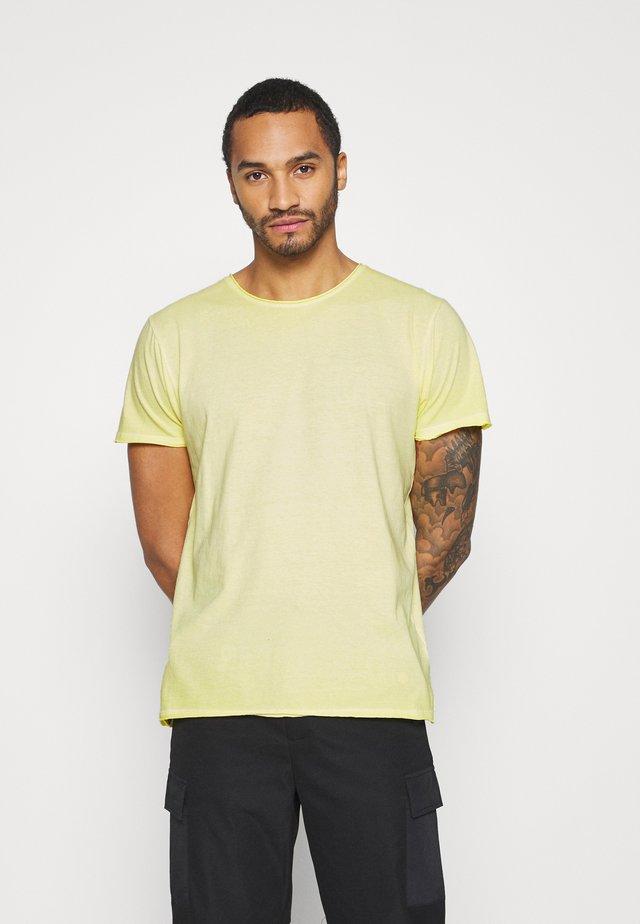 RADICAL - T-shirt basic - light yellow cool wash