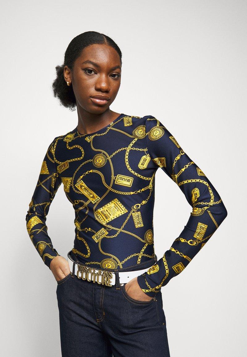 Versace Jeans Couture - LETTERING BUCKLE - Cintura - bianco ottico