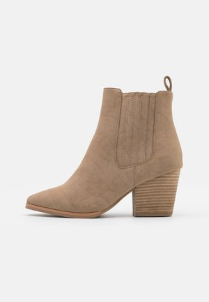 WIDE FIT JOLENE GUSSET BOOT - Classic ankle boots - taupe